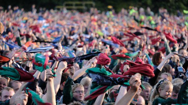 Spejdere til afslutningslejrbål Spejdernes Lejr 2017